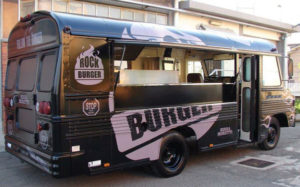 bus food truck rock burger per vendita hamburger su strada e ad eventi