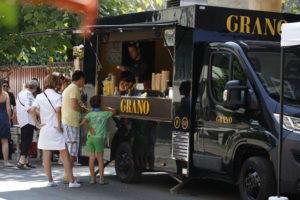 vantaggi del food truck rispetto ai banchi temporanei nella vendita di cibo di strada ad eventi, fiere e festival