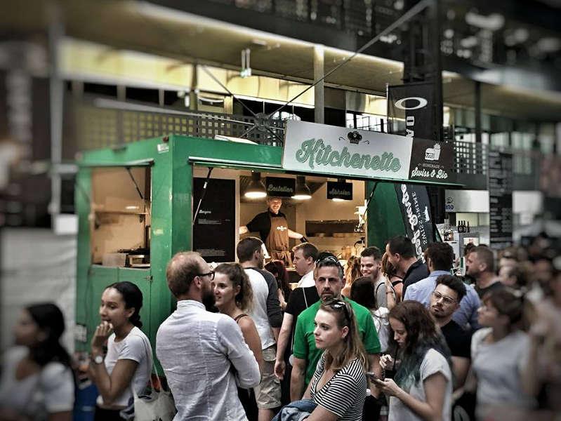 esempio di food truck che rispetta la normativa sanitaria per la vendita di prodotti alimentari