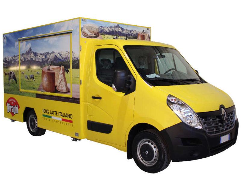 Food Truck Renault Biraghi di colore giallo per promozione e vendita ambulante