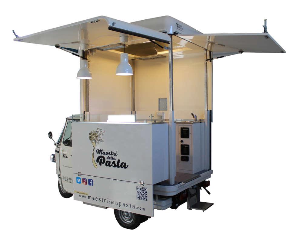Ape Piaggio V-Curve convertita in food truck per la vendita di pasta italiana in Lussemburgo