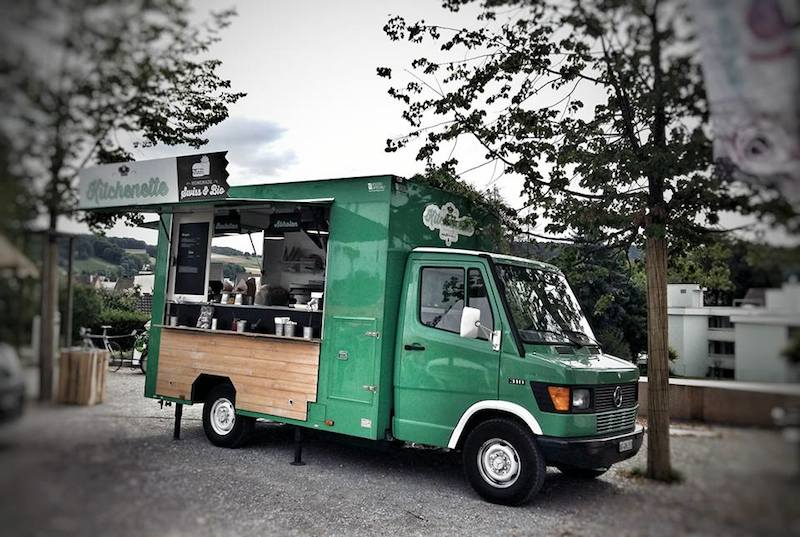 Mercedes 310 Kitchenette adibito a Food Truck di colore verde