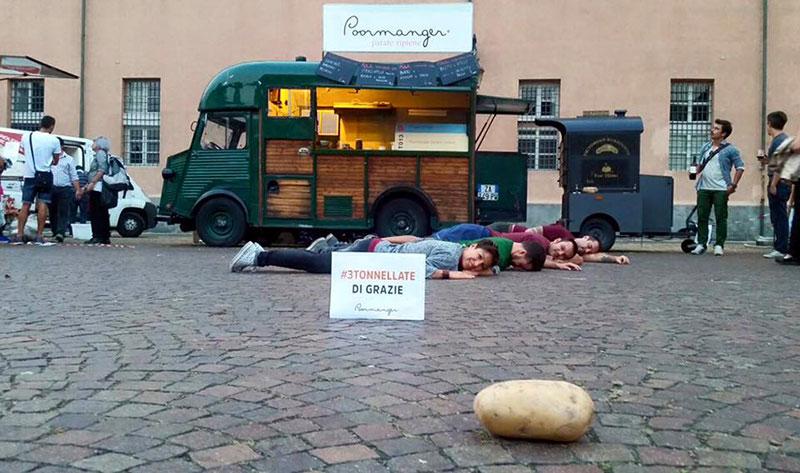 poormanger food truck per vendita cibo di strada a base di patate