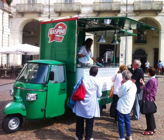 raspini ape piaggio promozionale verde per marketing di strada