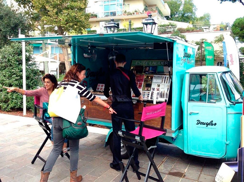 douglas promo truck prova make-up su strada