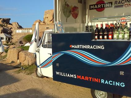 ape per fare pubblicita al marchio martini