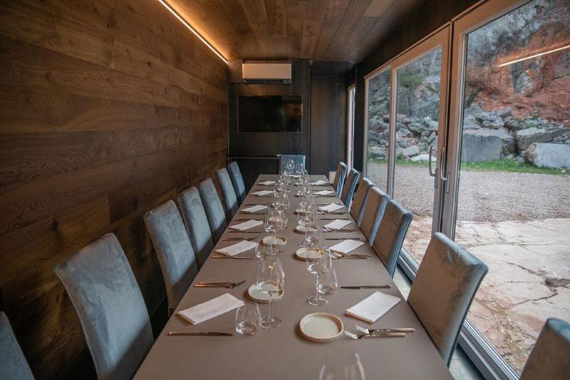 ristorante mobile costruito in un container merci per eventi aziendali e privati