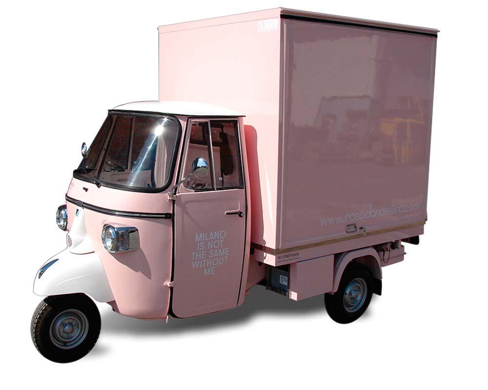 ape negozio abbigliamento rosa clandestino a milano