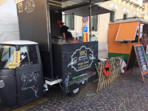bbq valdichiana ape food sells hamburger