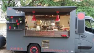 vendita ambulante di pasta fresca con food truck renault master