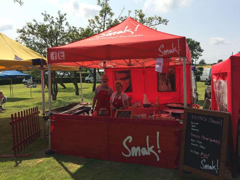 gazebo e stand rosso per vendita e promozione food