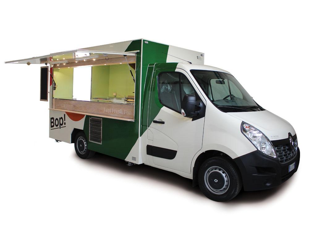 Food truck realizzato su furgone Renault con cucina professionale
