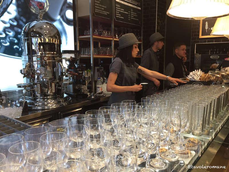 Bar caffetteria vergnano con la macchina da caffè elektra belle epoque simbolo del locale