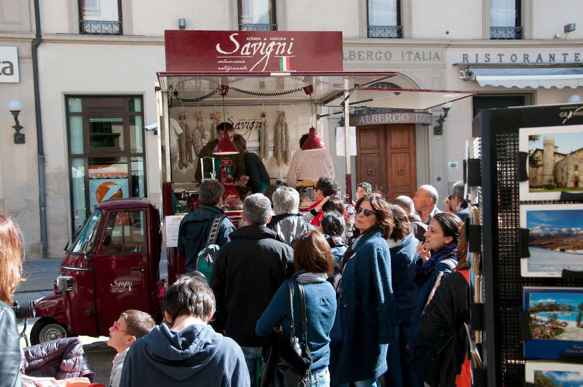 street food products which are a good bet when it comes to opening a mobile food business