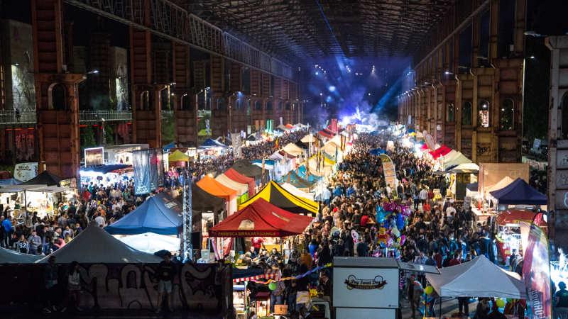 per rappresentare i dati e i numeri del settore street food in Italia si è scelta una foto del torino street food parade