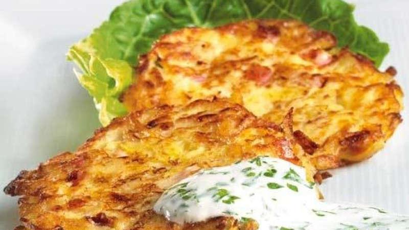 kartoffelpuffer è un piatto tipico tedesco apprezzato anche come cibo di strada