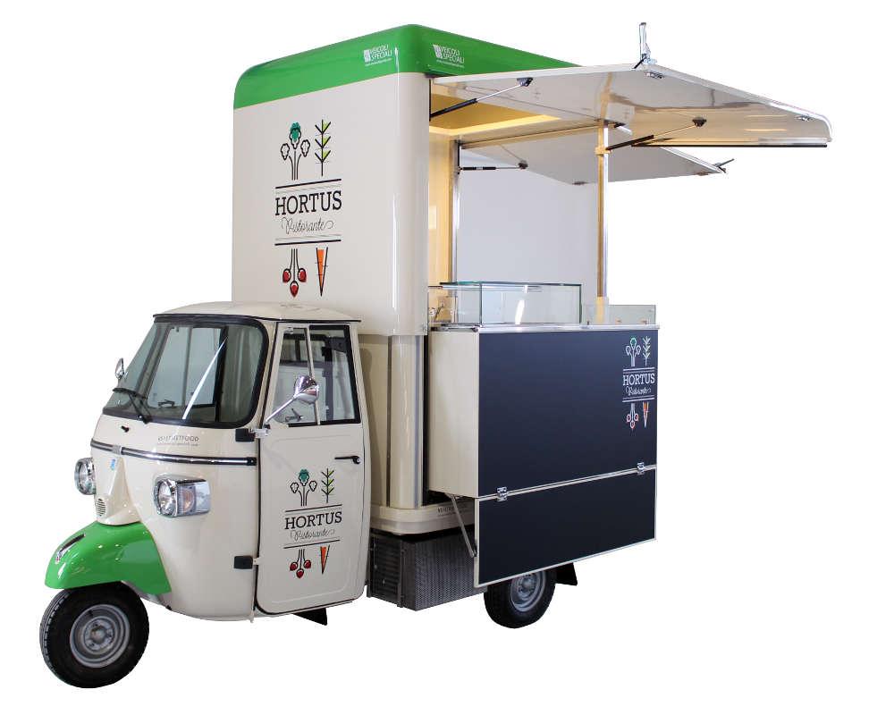 food truck piaggio hortus per promozione del brand e attività street food. Colori bianco panna, blu e verde