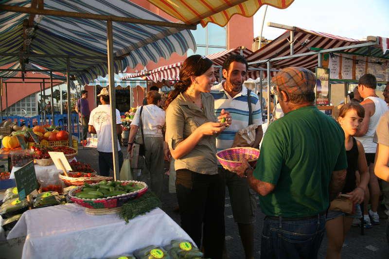 il 2018 è un anno di rivoluzione nel settore alimentare e del cibo di strada per la concomitanza di novità normative ed eventi legati allo street food. Nella foto il tipico mercato contadino