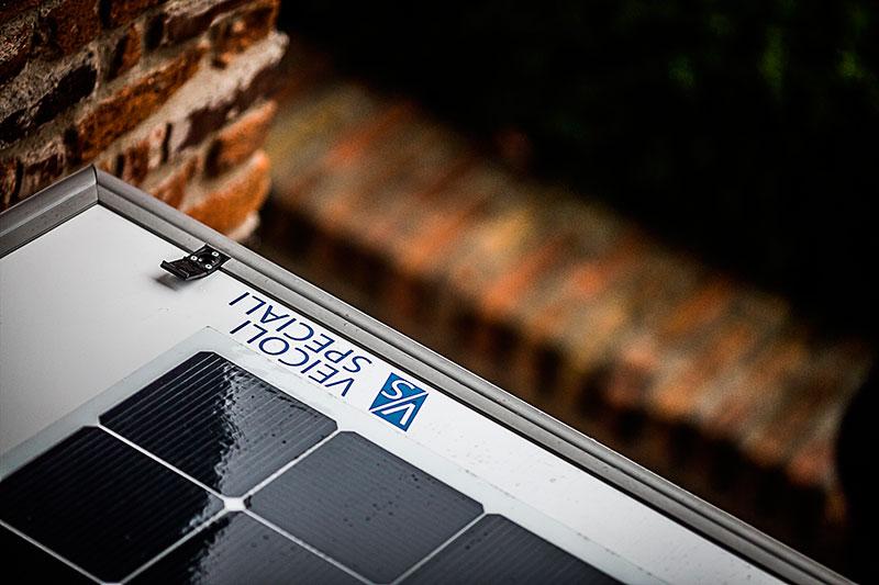 foto dei pannelli fotovoltaici solbian che alimentano la cucina dell'f-trailer