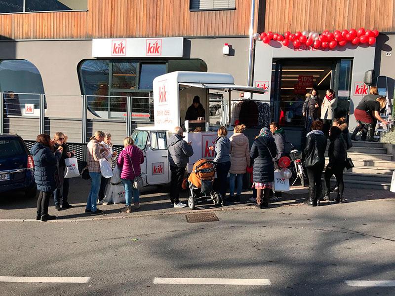 ape street food evento kik piazzata fuori da un centro commerciale in italia