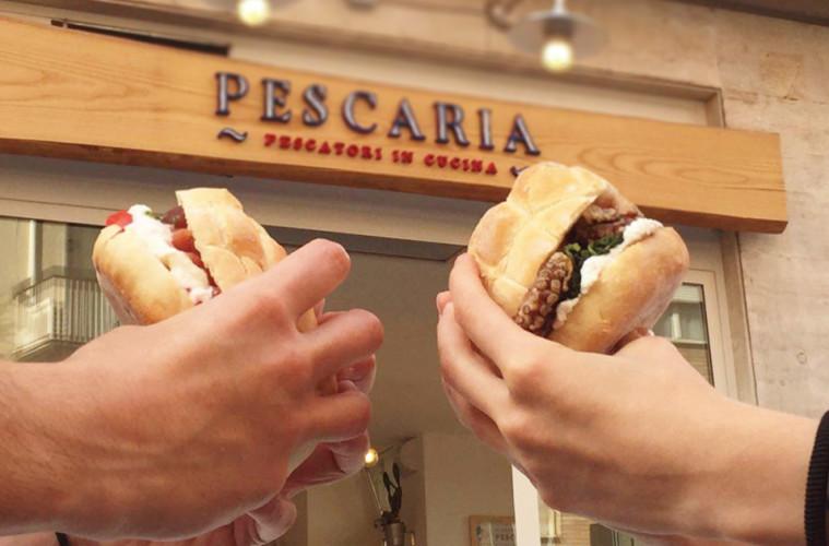 pescaria vende panini farciti di pesce lo street food innovativo e moderno, panini chic sofisticati