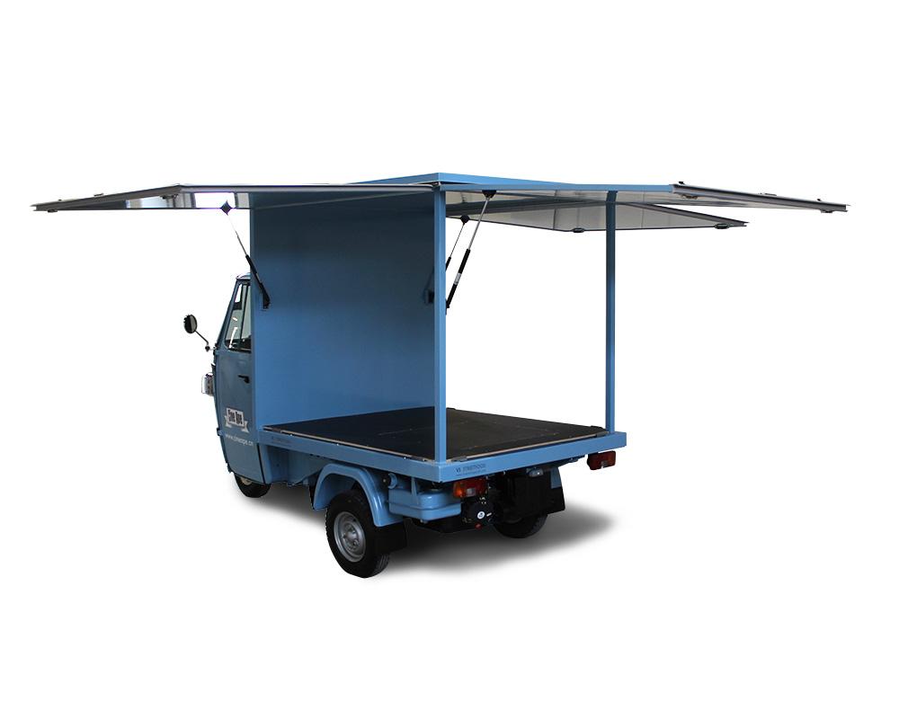 piaggio promo truck per allestire cinema all'aperto in svizzera