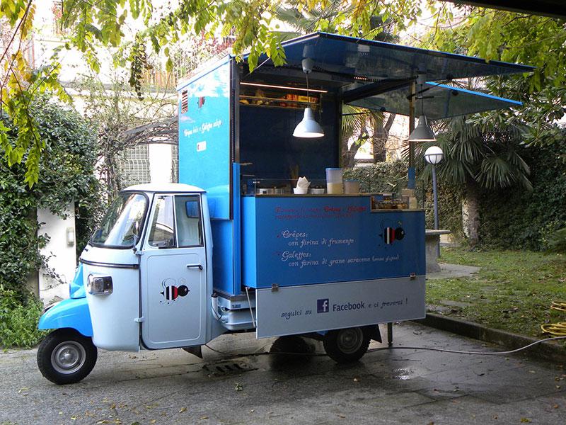 come aprire street food e comprare food truck da costruttore serio, l'esempio della creperia bretone l'abeille gourmande specializzata nella vendita di crepes dolci e salate