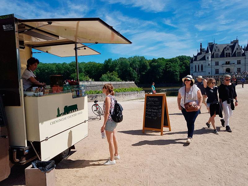 ape food truck piaggio chenonceau - servizio ristorazione presso il castello