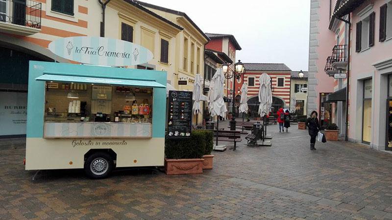 mobile icecream shop in the Serravalle outlet at winter - la tua cremeria