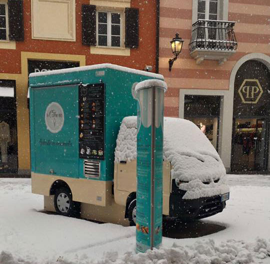 porter piaggio for street food business in the Serravalle outlet-store