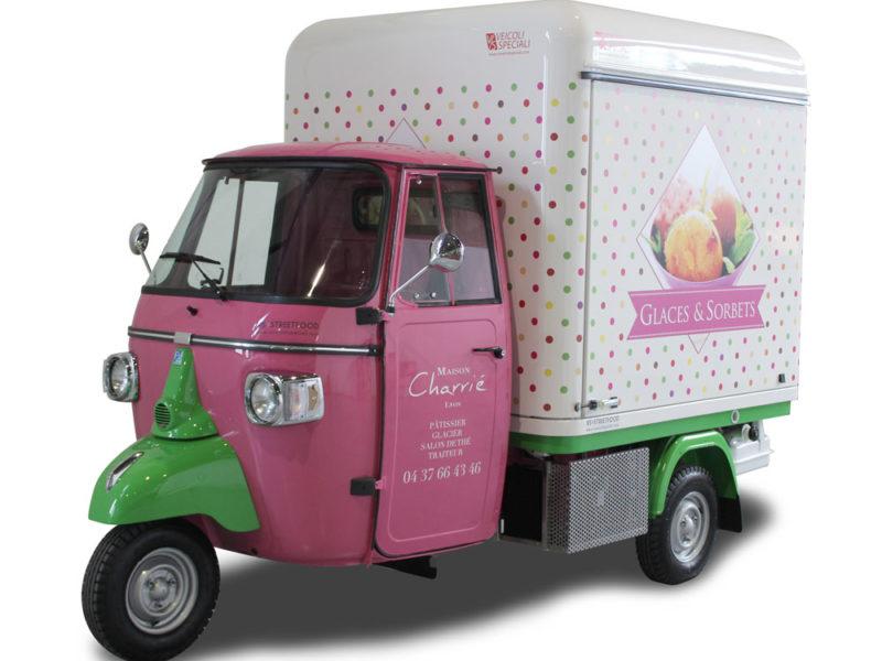 food truck piaggio triporteur france per vendita gelati e prodotti di pasticceria