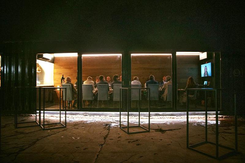 ristorazione mobile dentro un container marittimo trasformato in ristorante