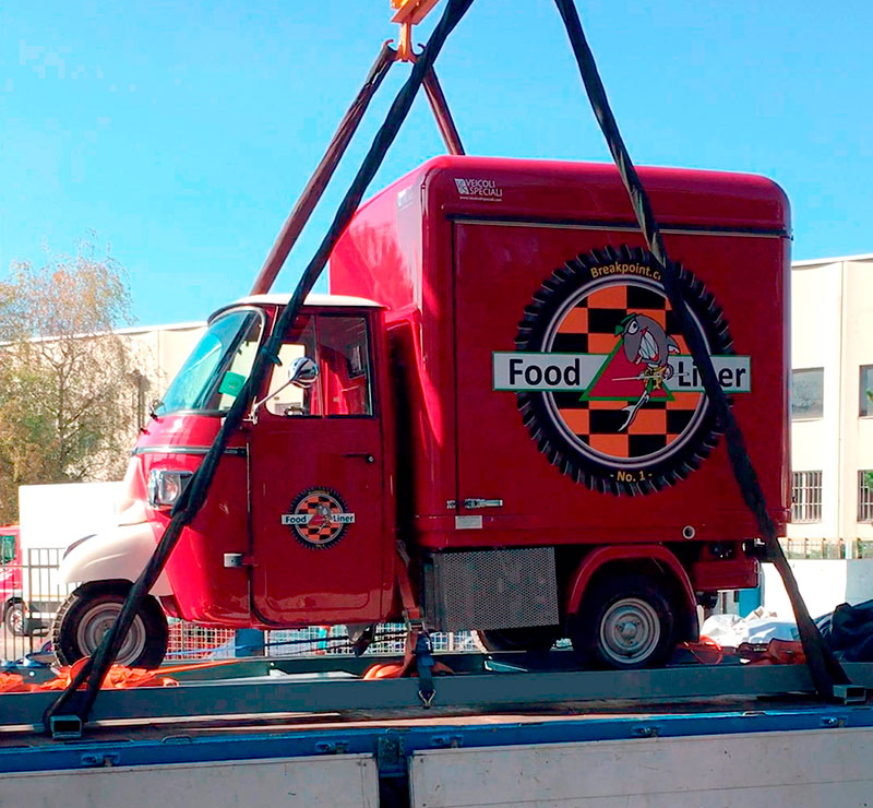 v-curve ape food truck con design di alta gamma pronto per essere consegnato in Svizzera