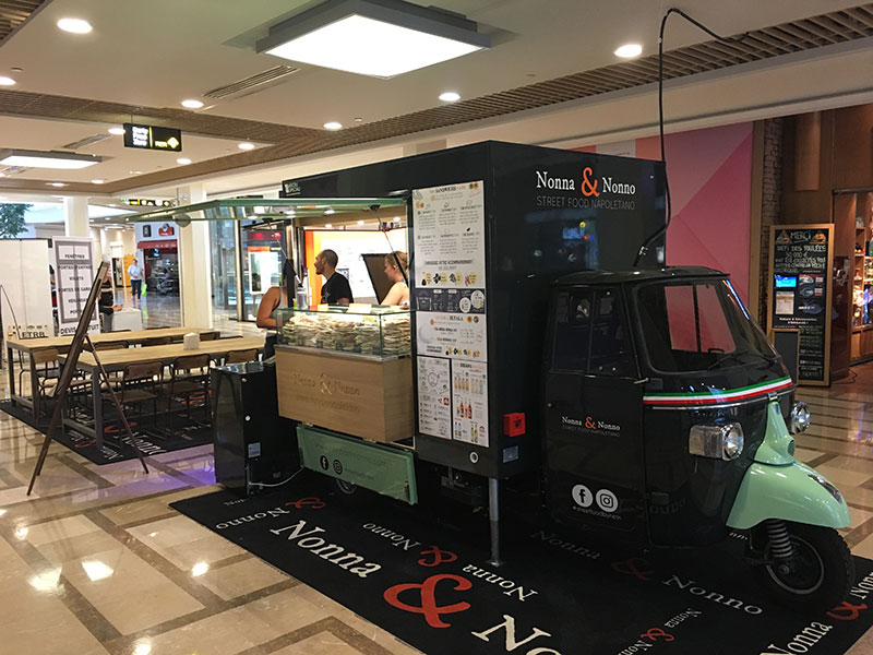 ape tr food truck designed for Nonna & Nonno and placed in a shopping center in Paris