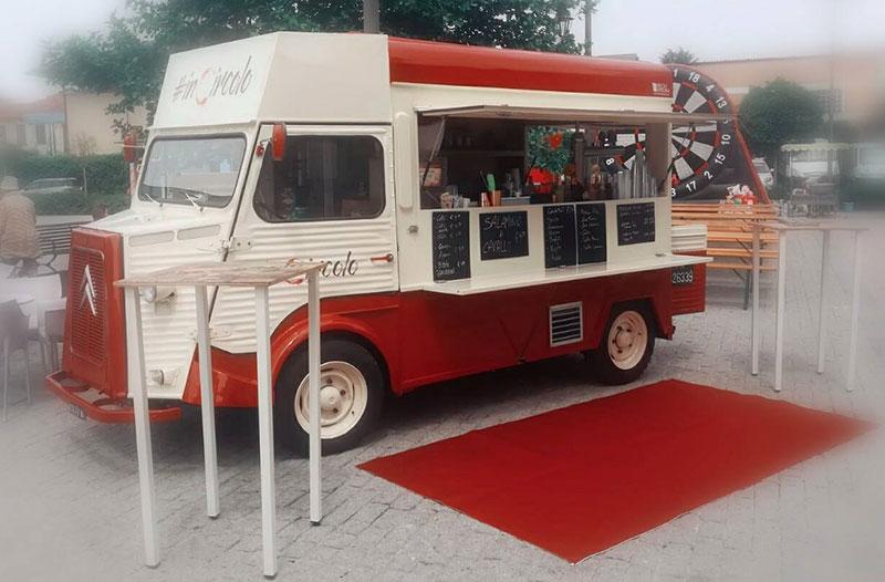 in circolo food truck vintage fabriqué sur véhicule d'époque citroen type h