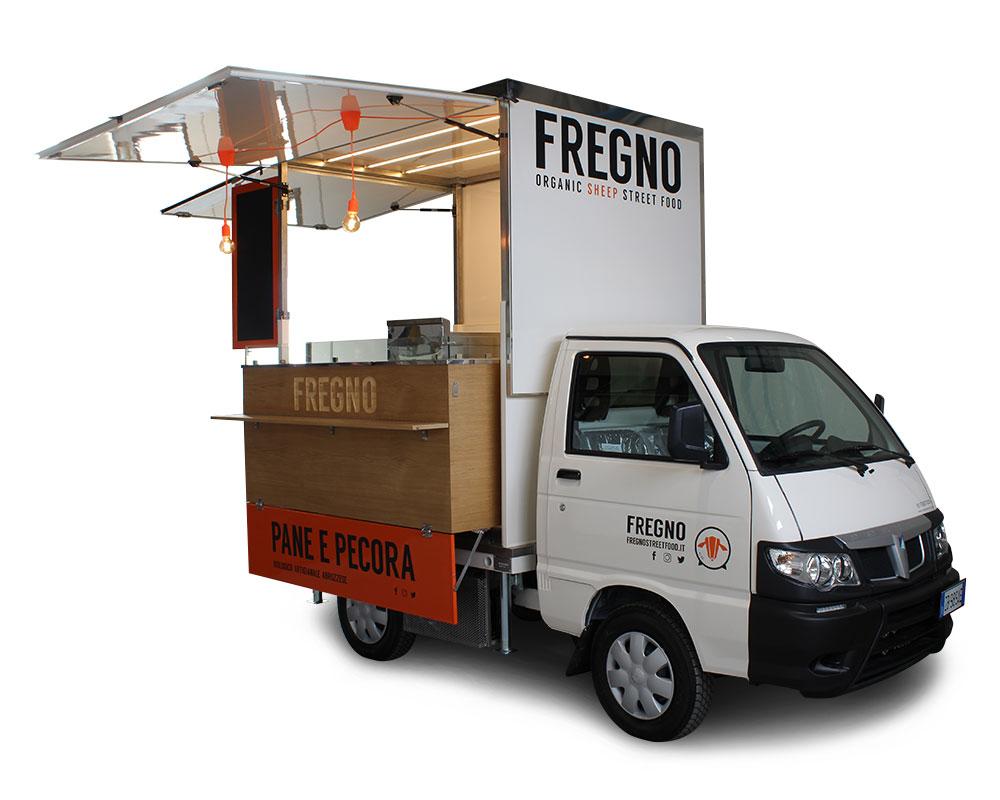 piaggio porter cucina itinerante milano. Colore bianco e arancione