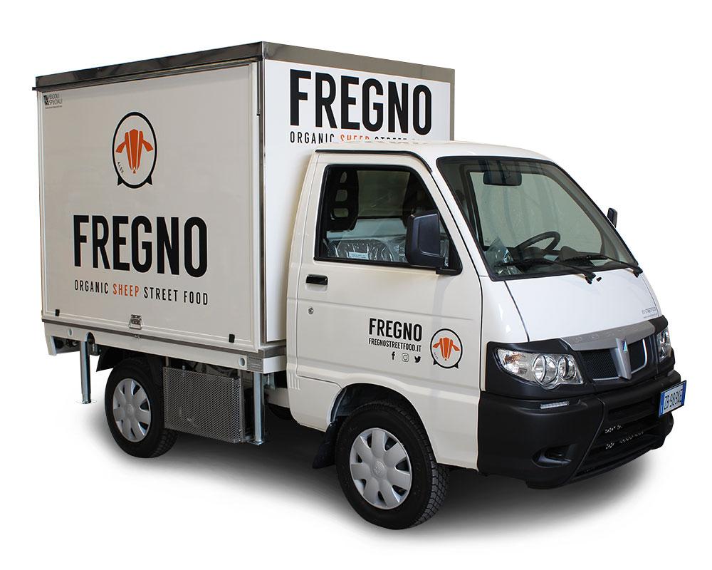 porter piaggio food truck fregno trasformato in cucina mobile per vendita piatti abruzzesi