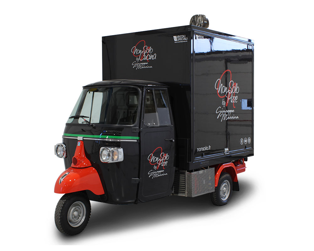 "piaggio ape pizza smart ""non solo pizze"" in Paris to promote the restaurant of the chef Giuseppe Messina"