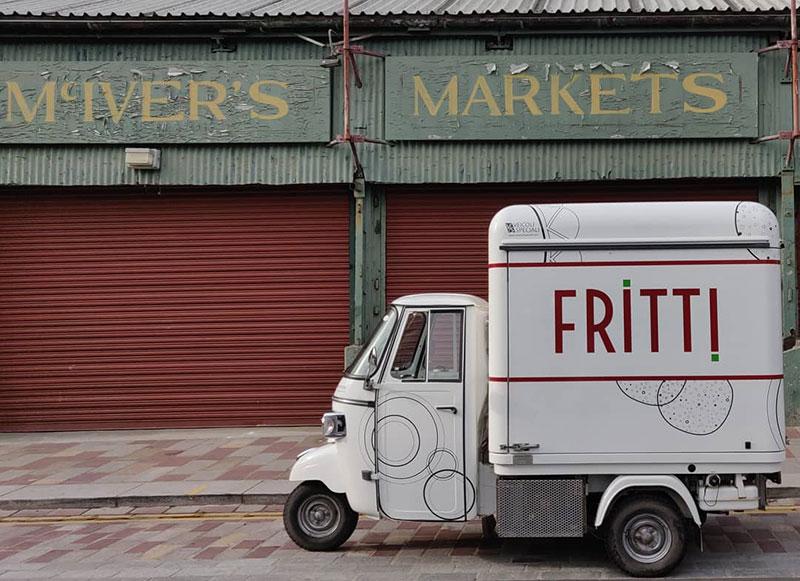 fritti è un'ape vcurve venduta in scozie progettata per la vendita di prodotti tipici siciliani
