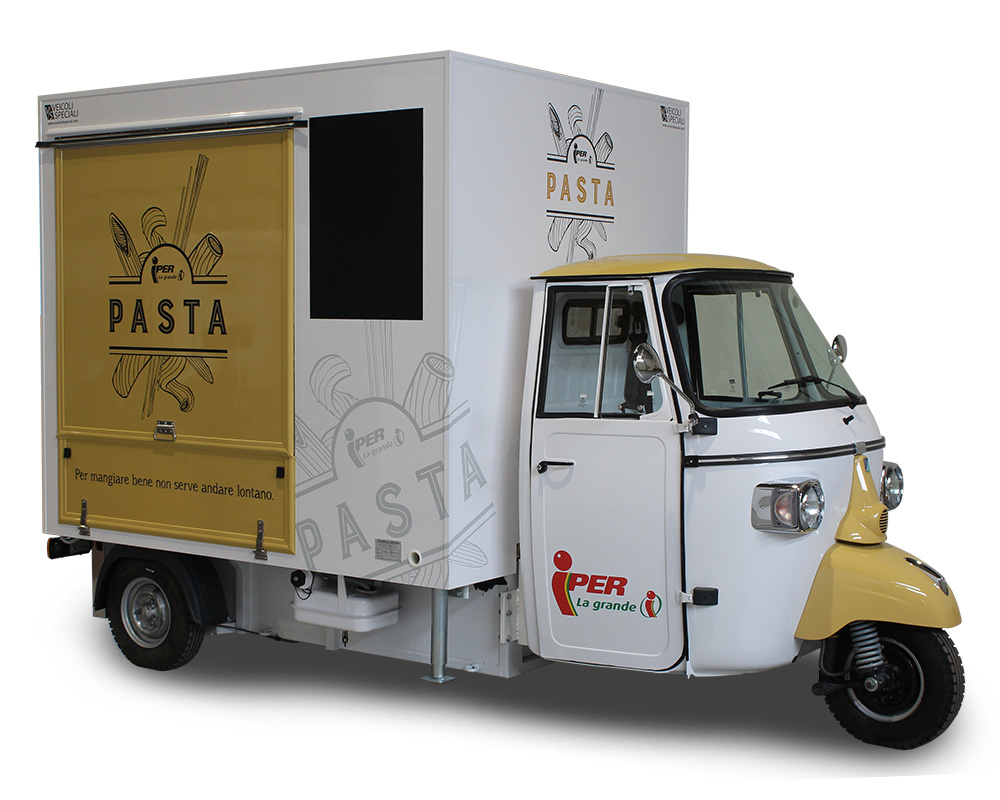 piaggio ape restaurant and mobile food service station in Iper La Grande's shopping centers
