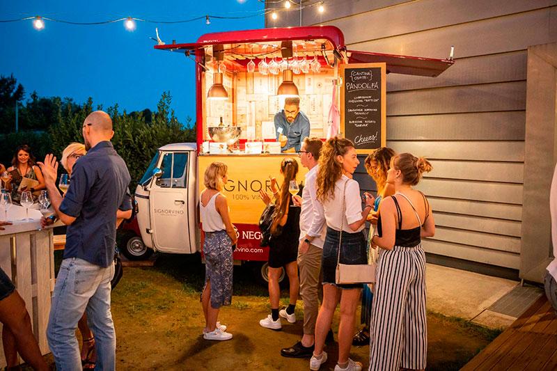 signorvino mobile wine-bar piaggio ape per promozione e commercio ambulante di vini