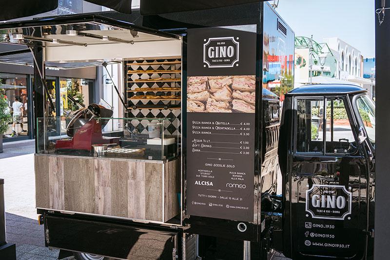 Ape tr piaggio gino 1950 a Roma - Food truck senza motore progettato per inserimento in spazi commerciali ed edifici chiusi