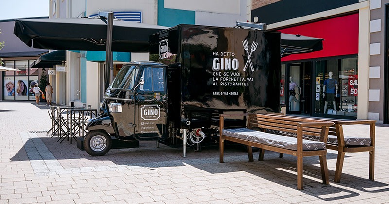 Gino 1950 Ape Piaggio TR in outlet Valmontone in the province of Rome selling Roman pizza topped with mortadella
