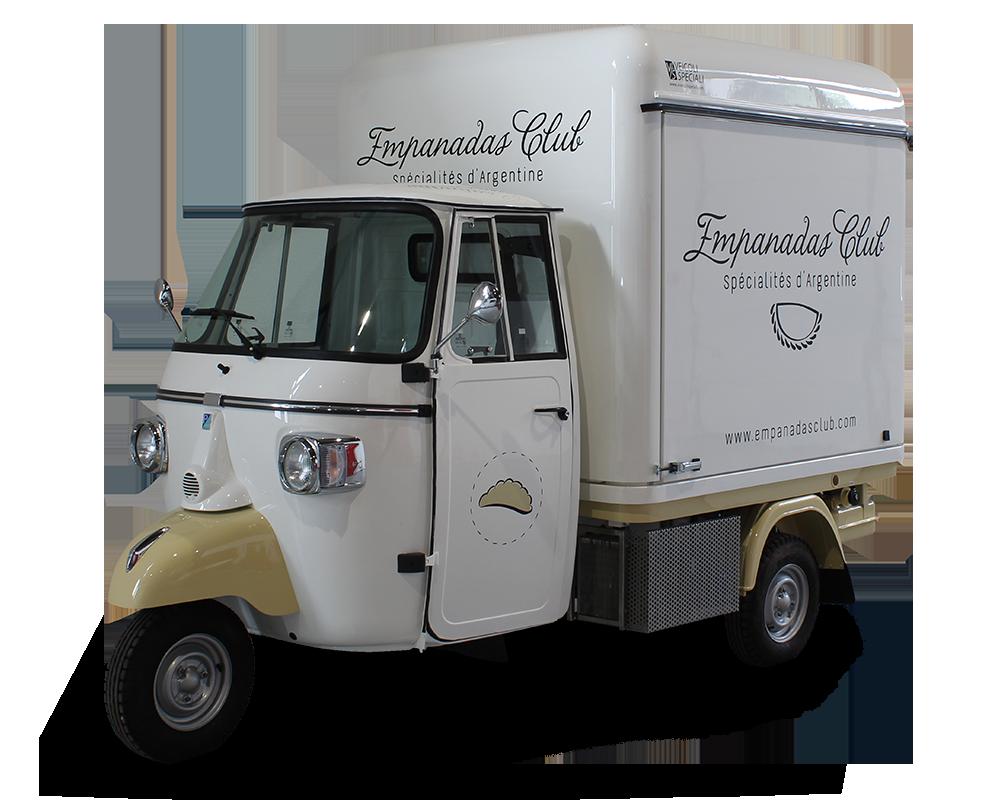 cucina mobile allestita su ape v-curve vintage per vendita empanadas e piatti della tradizione argentina
