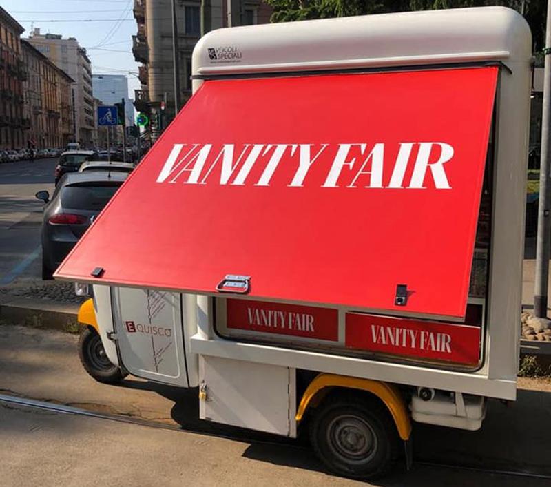 edicola mobile per vendita giornali su strada