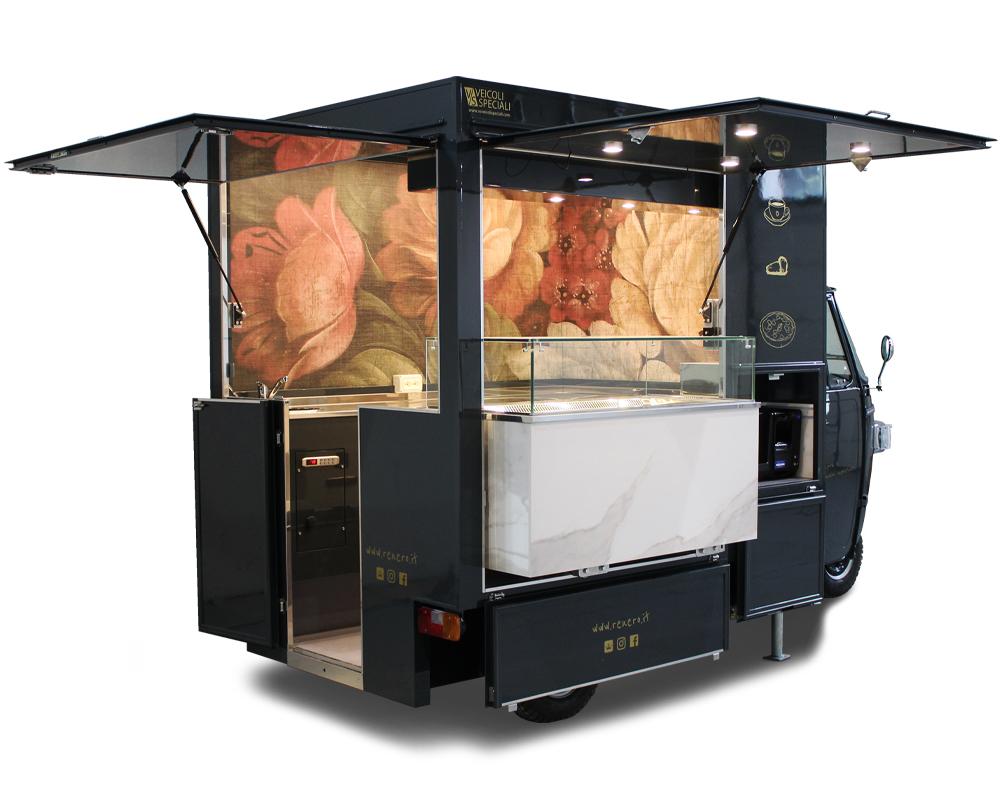 Piaggio Ape TR coffee truck utilizzato come chiosco per ristorazione mobile, equipaggiato con cassa automatica anti-covid
