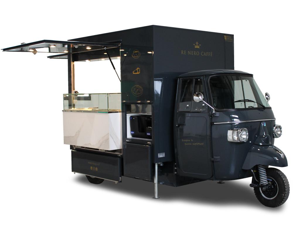 Coffee truck attrezzato con macchina da caffè, cassa automatica scorrevole, vetrina refrigerata e frigo per street food