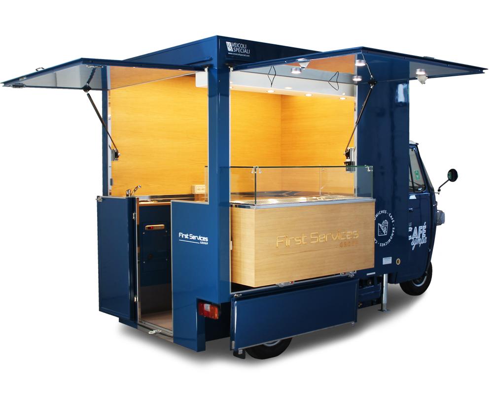 Food truck caffetteria allestito su Ape Piaggio TR e adibito a punto di ristoro dentro ospedale francese per First Service Group