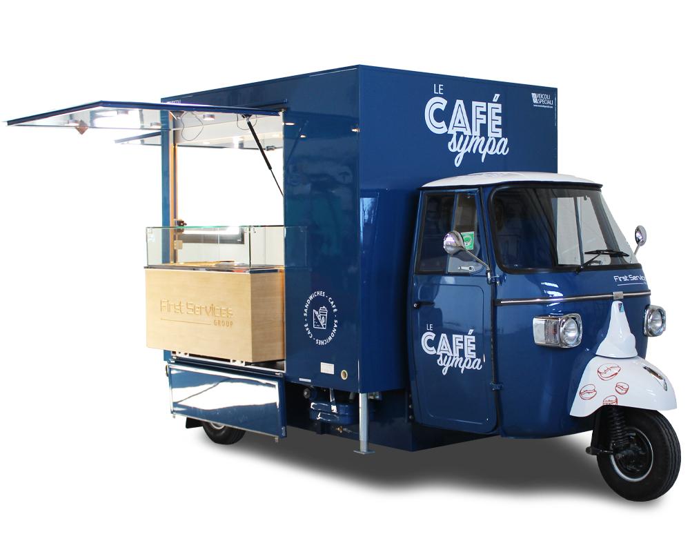 Stazione mobile per servizio ristorazione posizionata dentro un ospedale in Francia