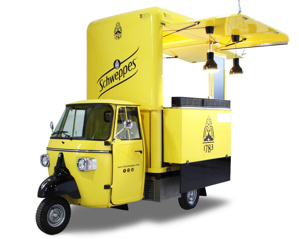 drink truck progettato per schweppes come un cocktail-bar itinerante di colore giallo e nero